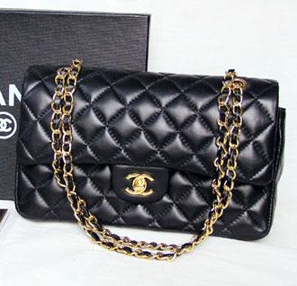 f9e1b5ba5a17 Классическая сумка Шанель  цвет, форма, фурнитура и даже застежка с