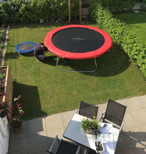 im test das hudora fantastic 300v trampolin lari lara eine mama macht spagat. Black Bedroom Furniture Sets. Home Design Ideas
