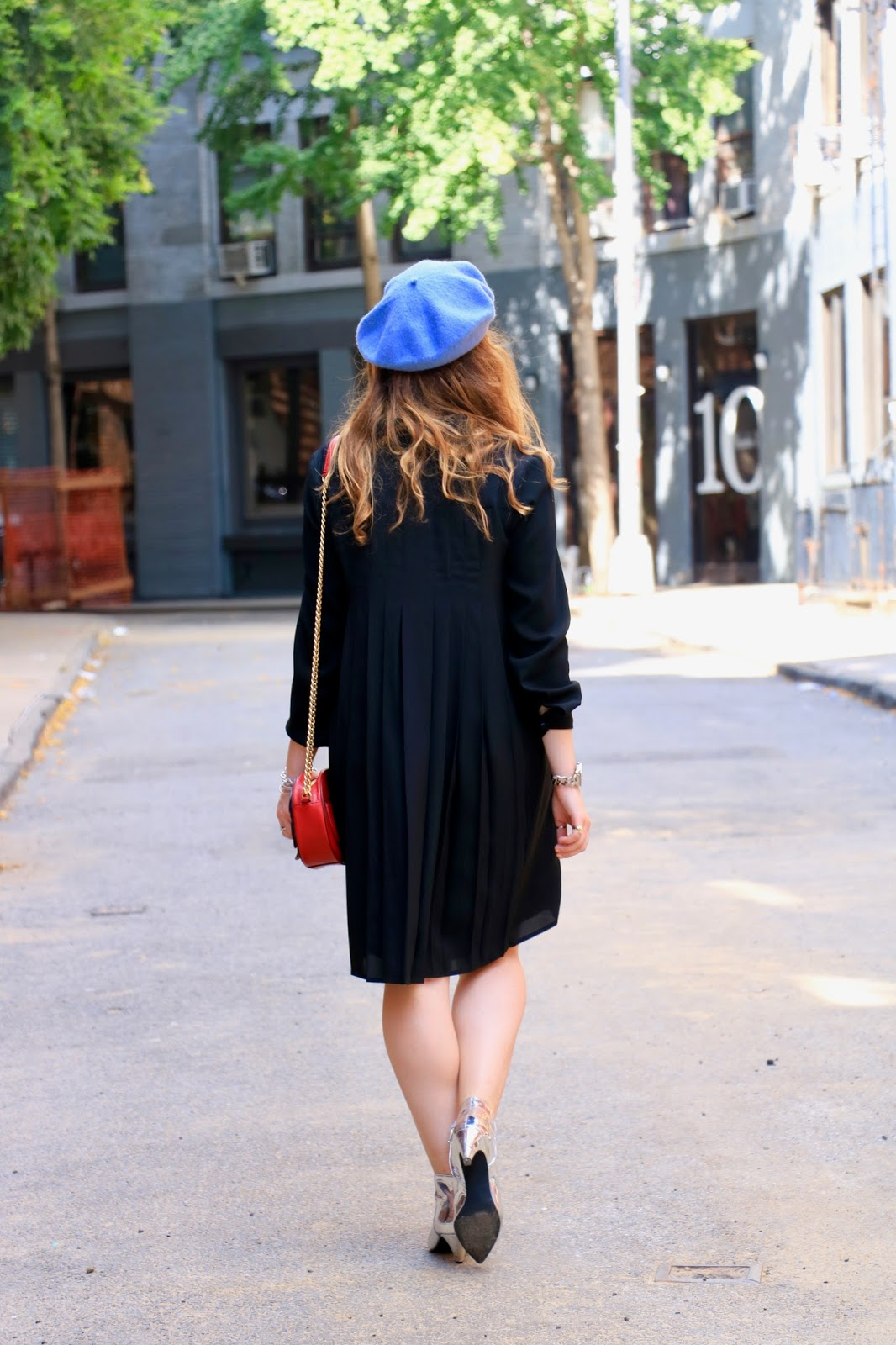 Fashion blogger Kathleen Harper showing off French street style the Paris way
