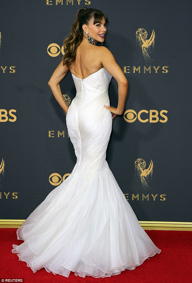 Sofia Vergara is a buxom beauty at the 2017 Emmy Awards