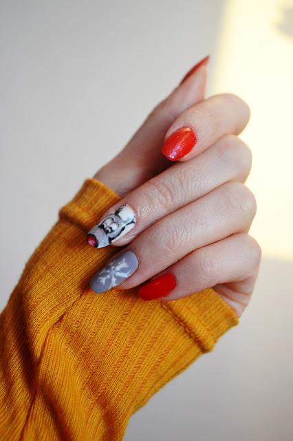 Mój świąteczny manicure i pierwsze zamówienie z Aliexpress - lakiery Bling 01,R11,C28; blaszki z Born Pretty