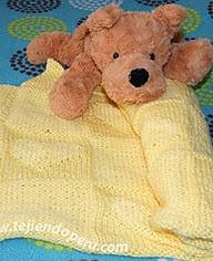 http://www.tejiendoperu.com/dos-agujas/prendas-y-otros-para-beb%C3%A9s/manta-con-corazones-en-relieve-para-bebes/