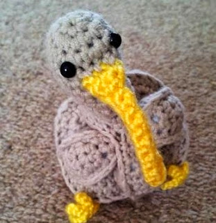 http://translate.googleusercontent.com/translate_c?depth=1&hl=es&rurl=translate.google.es&sl=en&tl=es&u=http://www.lookatwhatimade.net/crafts/yarn/crochet/free-crochet-patterns/crochet-kiwi-puzzle/&usg=ALkJrhiW20R7tgbYwdT3V8dm4u36mhu9HA