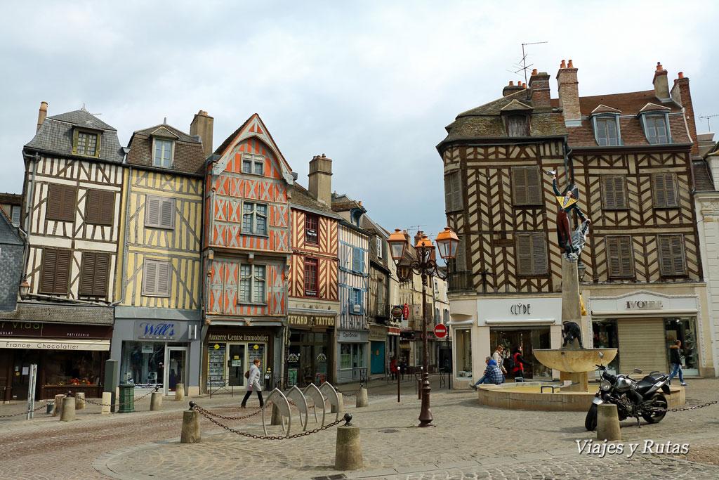 Plaza de Charles Surugue, Auxerre