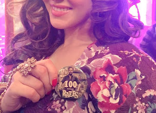 Sunny Leone with Raees 100 days badge