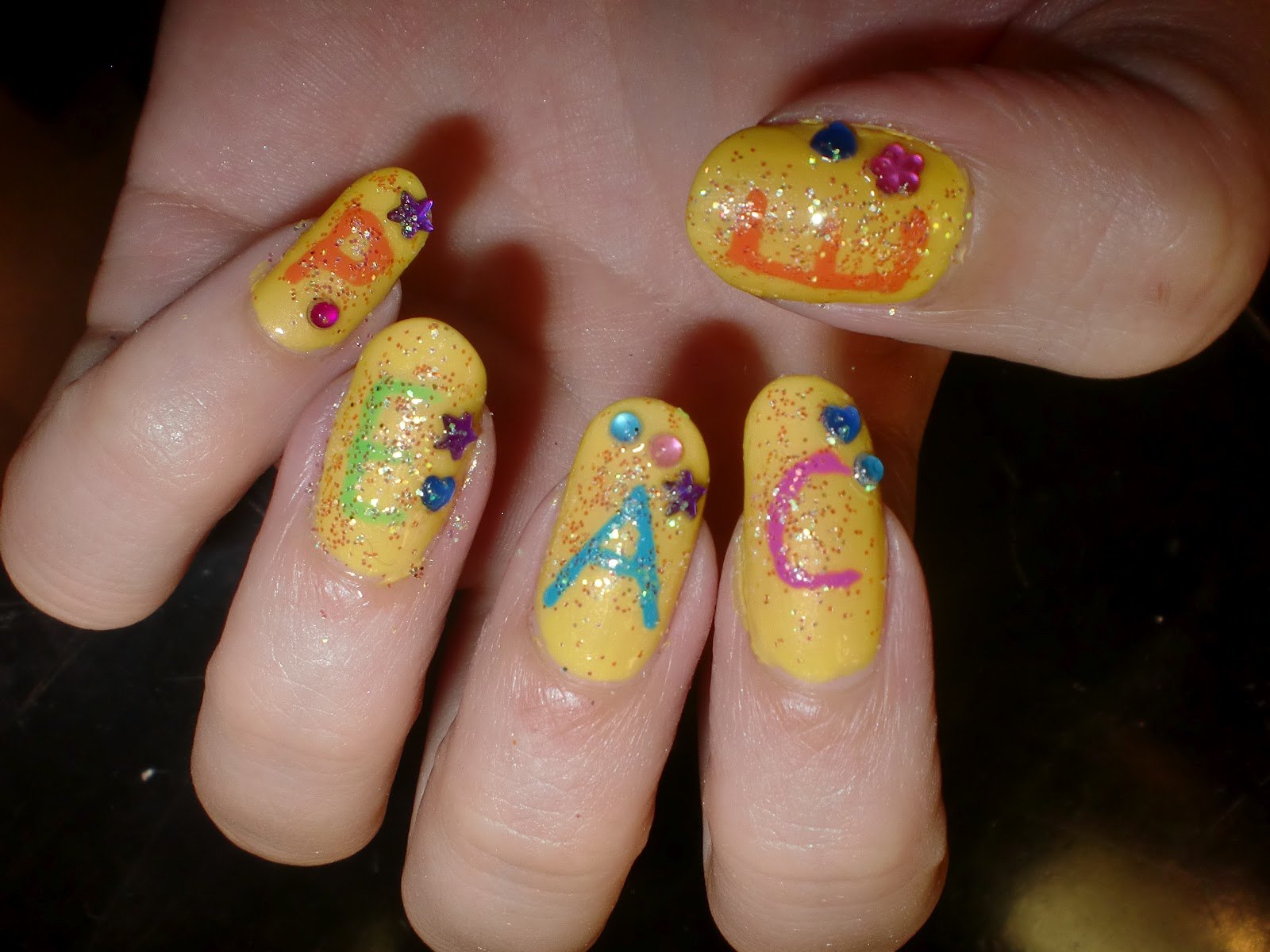 Amanda Thorell : Hippie nails