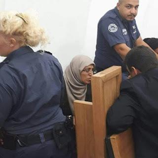 """""""Di Penjara, Aku Sholat Tanpa Jilbab dan Pakaian"""""""