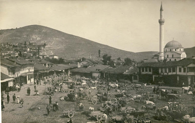 Wood Market with a view to the northeast - 1916. On the right side is Haydar Kadi Mosque with the minaret which was torn down next year during the bombing.