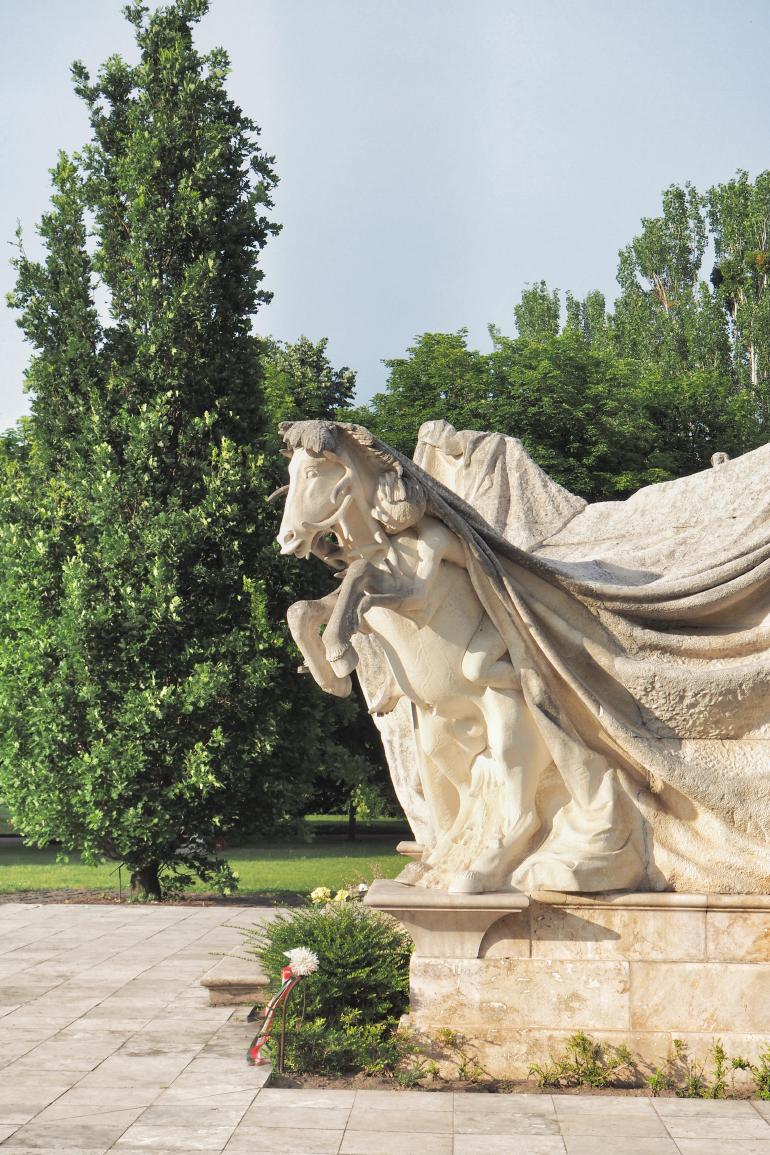 Mausolée dans le cimetière Fiumei út à Budapest