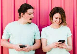 How To Read Your Girlfriend's Text Messages On Her Phone Without Her Knowing