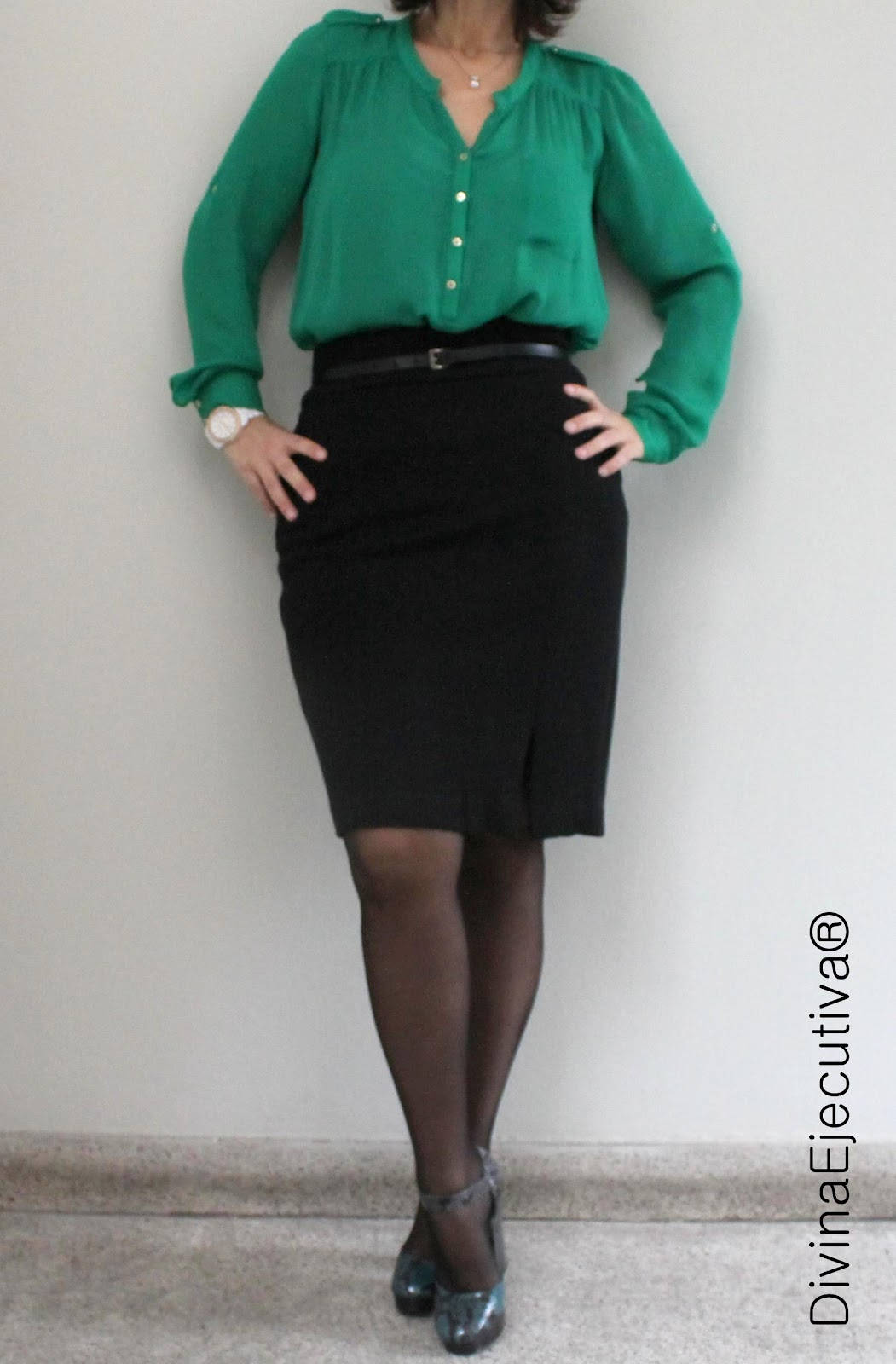Ejecutiva con falda y pantimedias negras - 5 1