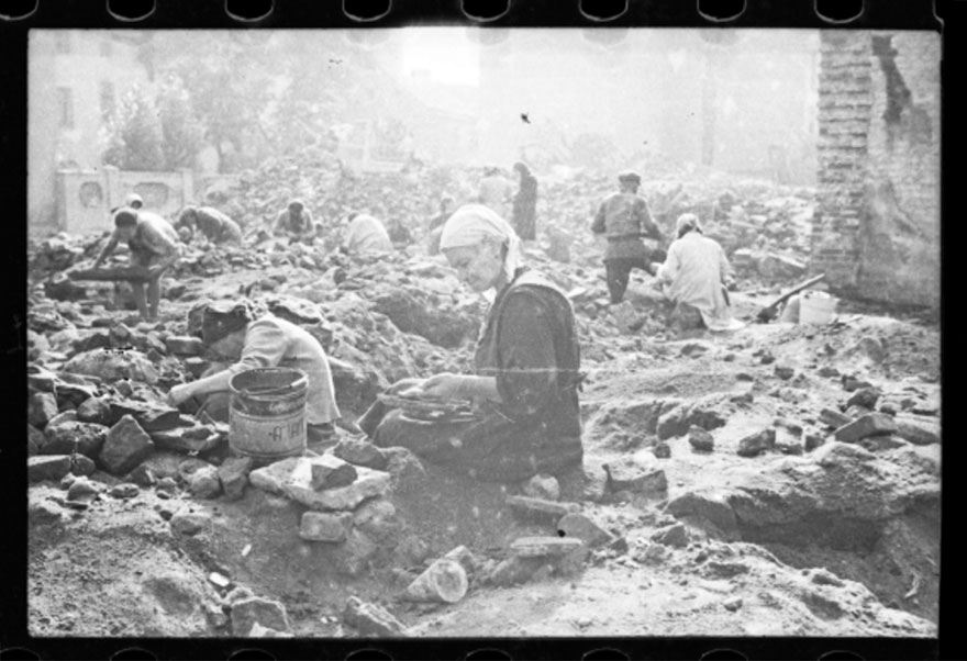 These 32 Pictures Had Been Buried For Years. The Reason Is Heart-Breaking - 1940-1944: Woman Sitting In The Ruins Of The Synagogue On Wolborska Street, Destroyed By The Germans In 1939