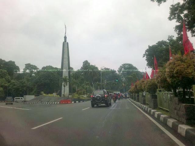 Tugu Kujang, menyambut kedatangan di Kota Bogor.