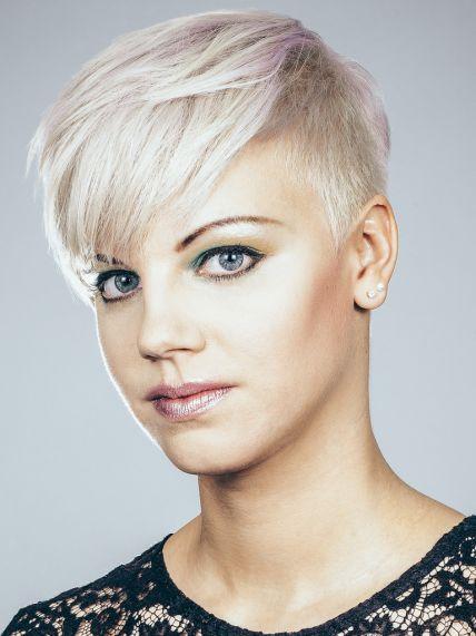 son los que saben que cortes de pelo favorecen a la estructura de tu rostro el se acercaya no falta nada y con el nuevos y originales looks