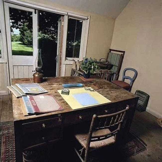 Workspaces Of The Greatest Artists Of The World (38 Pictures) - Virginia Woolf, novelist