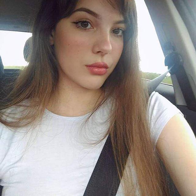 Cewek Viral Sosial Media Dengan Wajah Super Cantik dan Tubuk yang Seksih