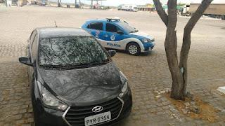 Polícia recupera carro furtado