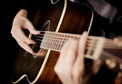 Chọn mua đàn guitar giá rẻ và điều cần biết