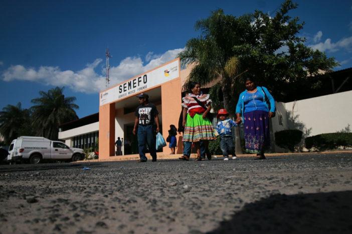 Halla el cuerpo de su hijo entre cadáveres apilados en Semefo de Guerrero…cinco años después