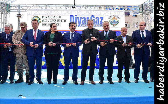 DİYARBAKIR- Diyarbakır'ın Çermik ilçesinde alt yapısı bitirilen doğalgaz ve yapımı tamamlanan bazı yatırımlar için toplu açılış töreni düzenlendi.