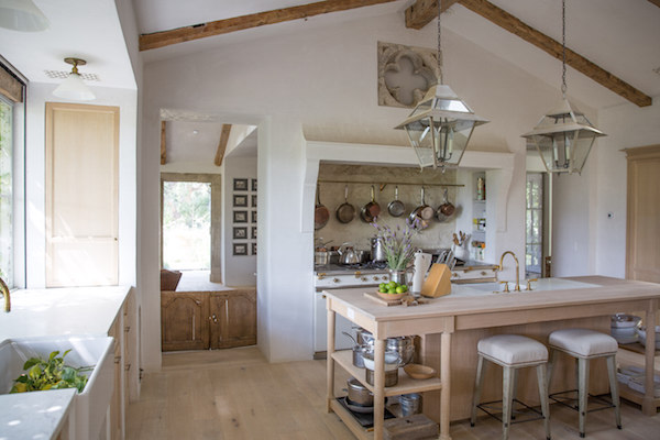 Inspiring interior design inspiration in modern French farmhouse kitchen - found on Hello Lovely Studio