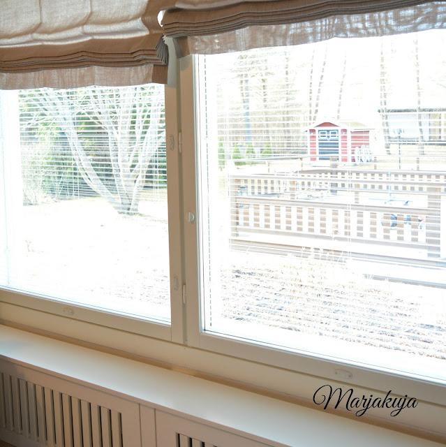 olohuoneen pestyt ikkunat