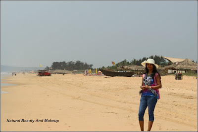 blogger Anamika at Candolim Beach, Goa. What are the best things to do in candolim beach