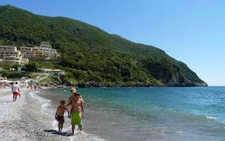 Playa de Ermones.