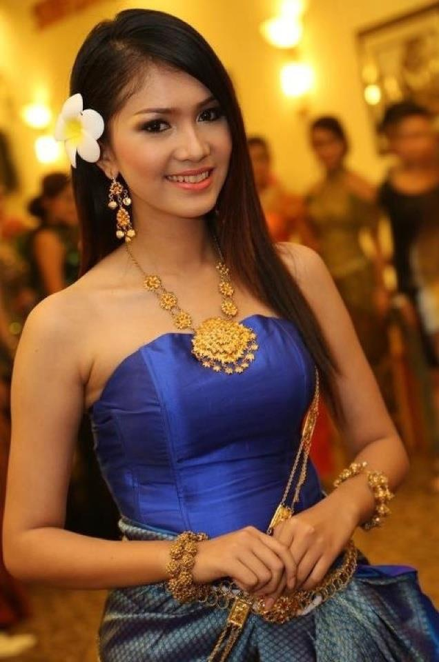 Cambodia Dress: Most Beautiful Khmer Actress with