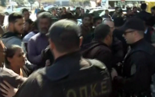 Ένταση στα δικαστήρια Κορίνθου, Ρομά προσπάθησαν να επιτεθούν στον ιδιοκτήτη του σπιτιού