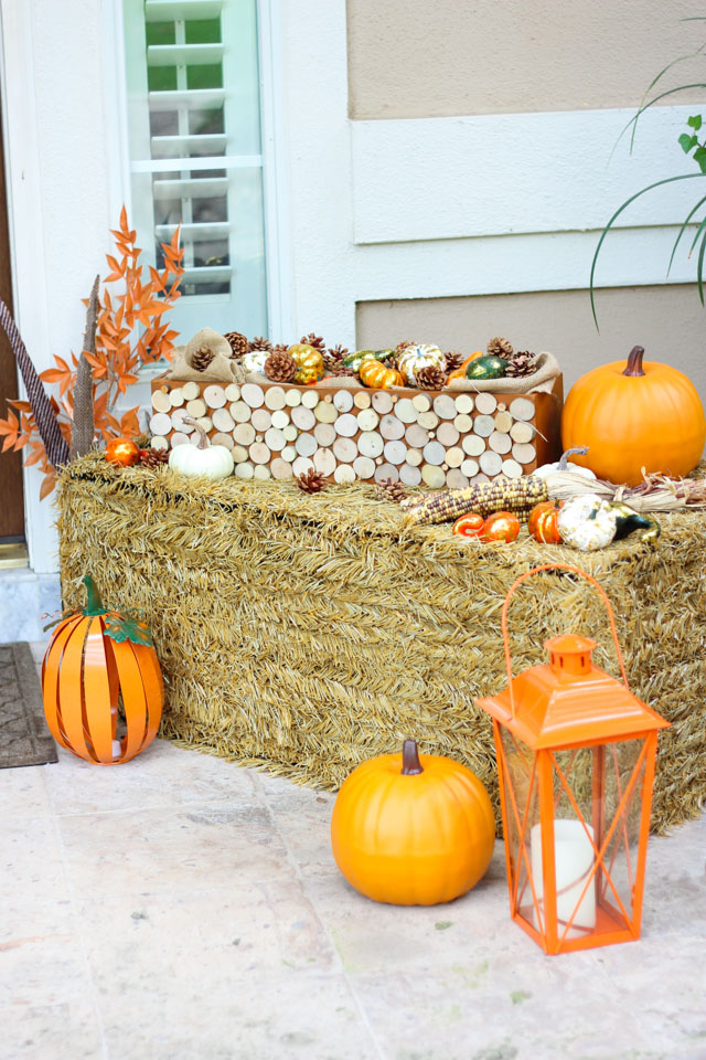 Love this faux hay bale for easy fall decor! Collapse and store it for next fall!