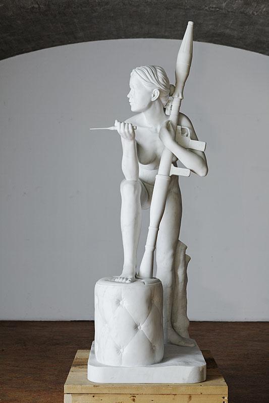 Девушка и пистолет. Thom Puckey 18