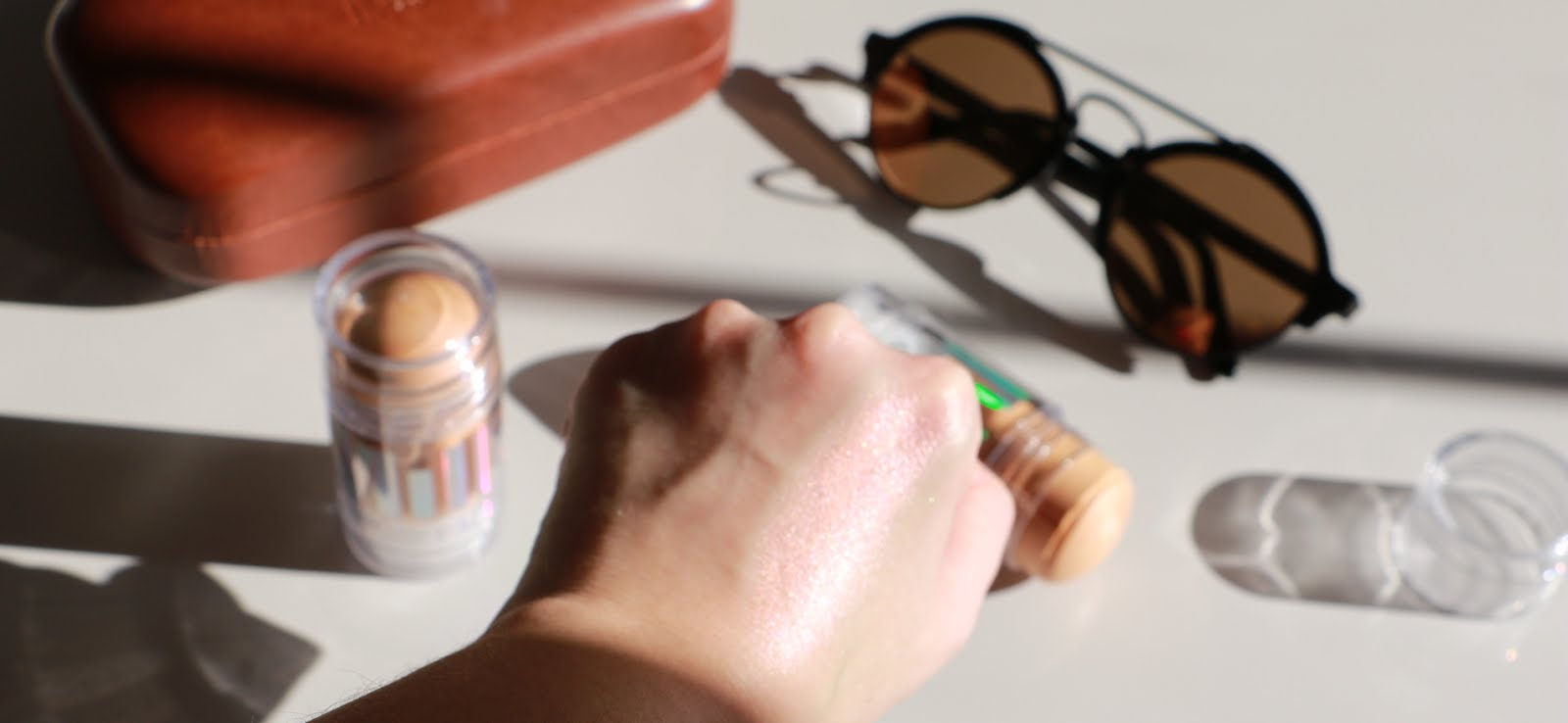 Milk-Makeup-MARS-Holographic-Stick-Highlighter-Illesteva-Sunglasses-Vivi-Brizuela-PinkOrchidMakeup