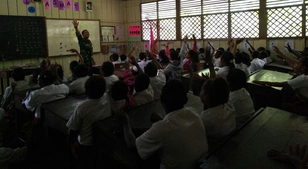 Satgaskes TNI Beri Penyuluhan Kesehatan Gigi Bagi SD Syuru