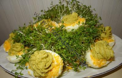 Jajka faszerowane groszkiem zielonym