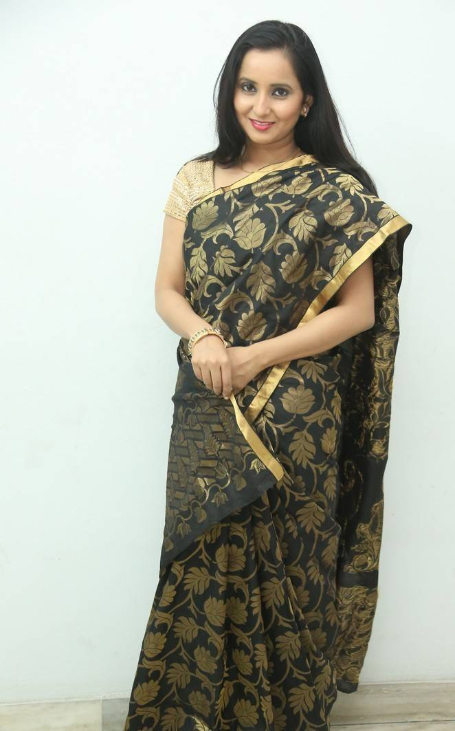 Tollywood Actress Long Hair In Black Saree Ishika Singh