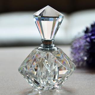 Kalıcı Kadın Parfümü Tavsiyesi