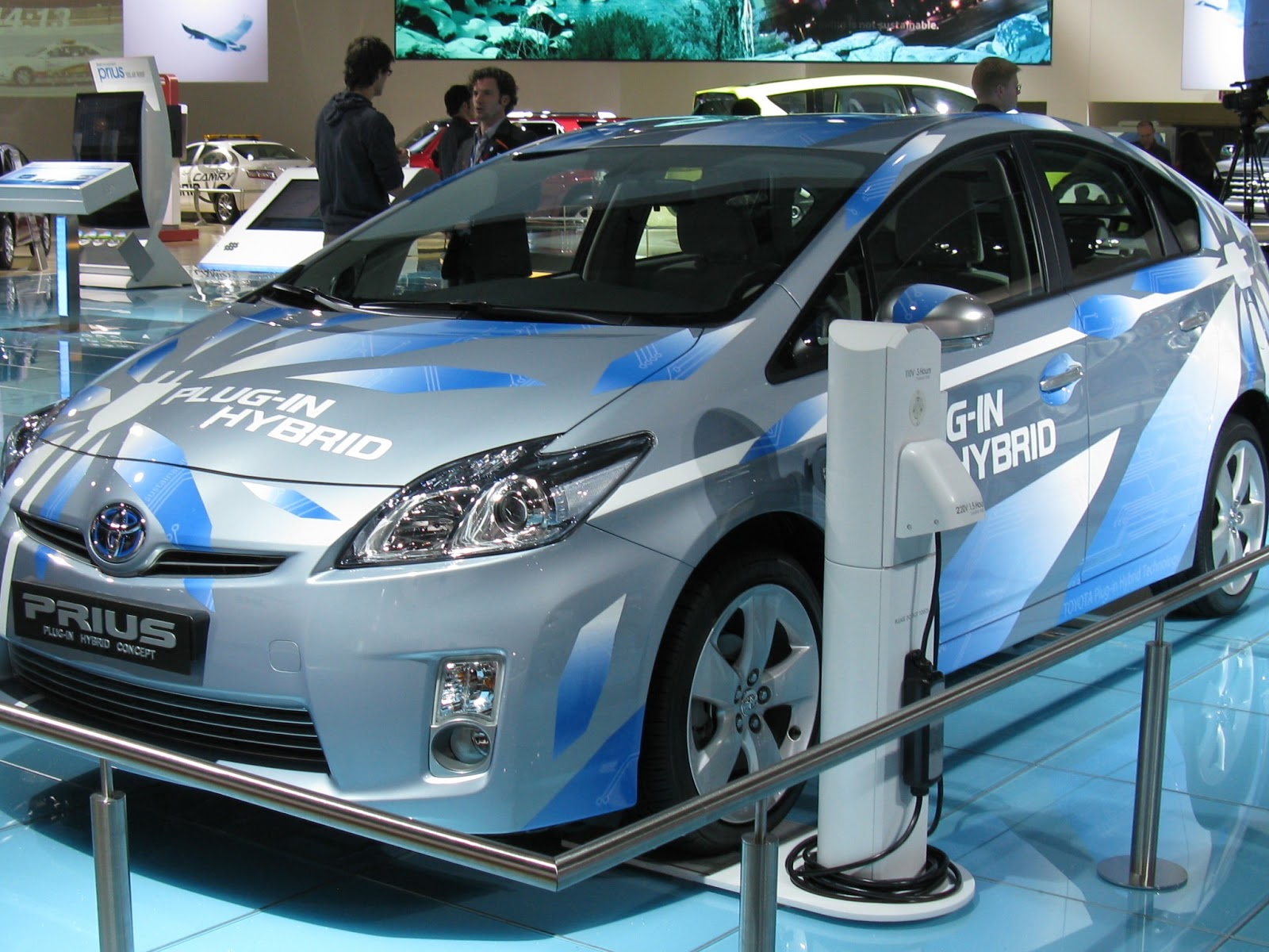 Tech News 24h: The Hybrid Car Revolution