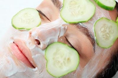 Blanchir les taches faciales en frottant ces aliments sur le visage