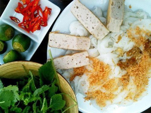 Bánh cuốn Thanh Vân ở Hàng Gà, Gia An ở Thái Phiên
