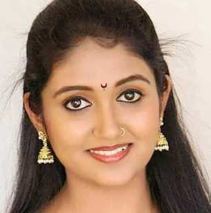 Rinku Rajguru Wiki, Height, Weight, Age, Husband, Family and Biography