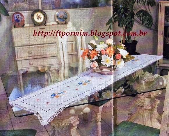 Ponto cruz no centro de mesa