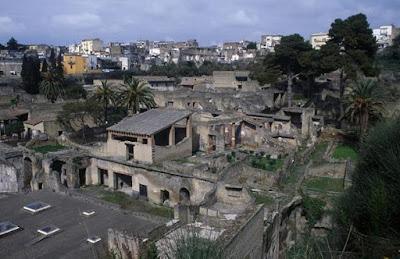 Tinta Logam di Gulungan Kuno Kota Herculaneum