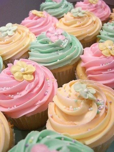https://4.bp.blogspot.com/-NwOeXXISkso/VGO4aCN-DMI/AAAAAAAACeE/7otiK3H3p6A/s1600/cupcakes-pastel-botercreme_zpse2b4566e.jpg