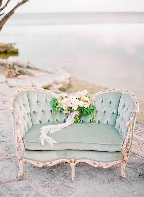 L'evoluzione del divano da Versailles ai nostri giorni stile Luigi XV