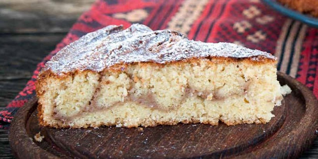 This cake is so simple and yet so good: Medlar Cream Cake