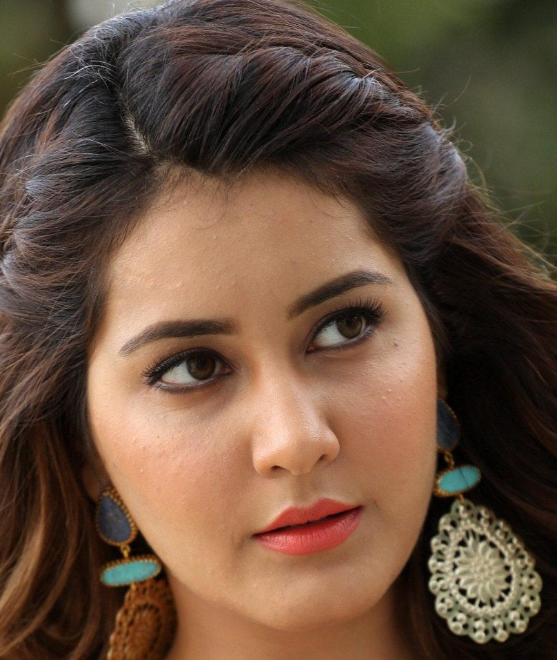 Telugu Actress Rashi Khanna Face Close Up Photos Gallery