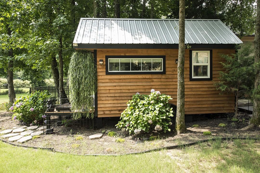 TINY HOUSE TOWN Mendys Tiny Home 128 Sq Ft