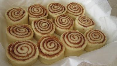 Cimet rolice prelivene bijelom čokoladom // Cinnamon rolls with white chocolate