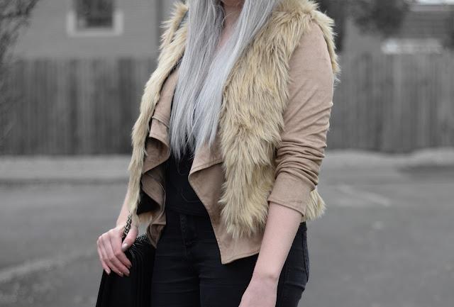 Sammi Jackson - Dresslink Beige Faux Fur Vest